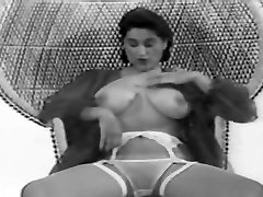 CBT big tits virtual mummy retro vintage 50&039;s black&white nodol4