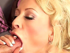 Sexy blonde mature in stockings & heels fucks TOP MATURE