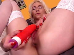 Mature skinny mom with thirsty vagina
