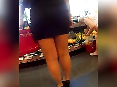 milf legs shopping