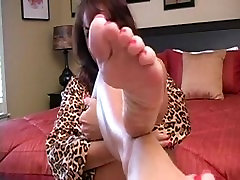 MILF Shows You Her Mature Feet!