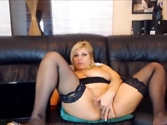 GlamorousMum with big tits squirts with pussy play