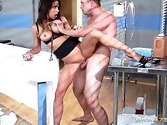 Brazzers - Hot doctor Jessica Jaymes milks cock