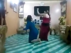 2 iraqi women hot ass dance