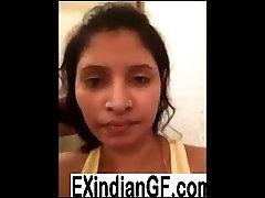 Amateur Desi chick shows boobs