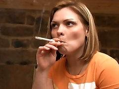 Pretty Amy Smoking 120s