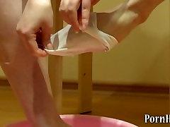 girl pissing on the toe. piss fetish
