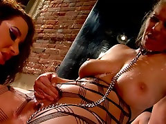 Big tits Jayden Jaymes gets licked and fingered by lesbian