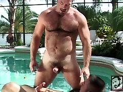 Muscle Bears Fuck in the Florida Sun
