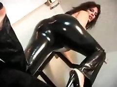 Big Booty Latina farting loud