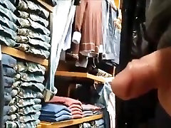 GUY SHOW HIS DICK TO YOUNG GIRL IN STORE