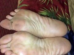 Whipping pretty ebony escort soles