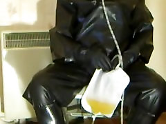 In my rubber I recycle my piss into my mouth via a sheath and collectionbag