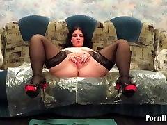 aunt pissing fountain