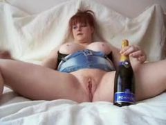 1fuckdatecom Redhead fucking a champagne bot