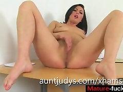 I met her on MATURE-FUCKS.COM - Roxanne is One Sexy British MILF