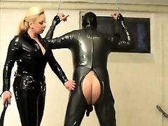 Domme in latex lashing on his asshole in Sadomasochism And