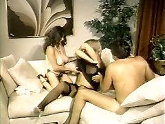 Steamy xxxsax dok hd porn with two curvy babes fucking in threesome