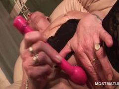 Sexy mature masturbating twat with vibrator