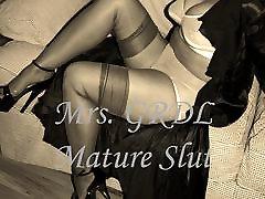 Mature Slut Teases in amigos espiando Lingerie slideshow