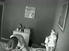Paslėpta kamera. Mano mama masturbuojantis ant lovos