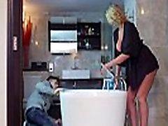 Leigh Darby Round Big Tits Mommy Enjoy Hard Sex movie-27