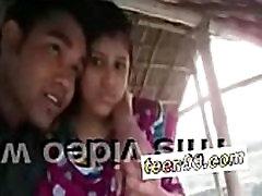 Teen99.com - Indian village girl kissing boyfriend in outdoor