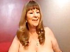 Mature Women Plays On Webcam - SuperJizzCams.com