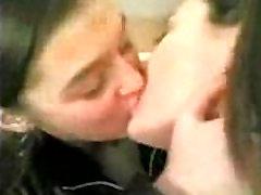 Hot Girls Kissing - spankbang.org