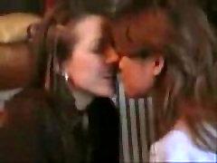 ▶ Lesbian French kissing Lesbian - YouTube