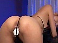 Oriental hottie showcase her hawt body