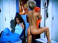 Amber Lynn, Nina Hartley, Buck Adams in gharni sax fuck video