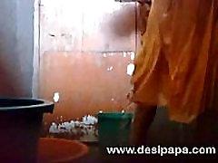 परिपक्व भारतीय पत्नी शॉवर में