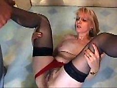 Orgie de Pisse pour une Mature