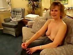 Amateur mature giving amazing head to her boyfriend
