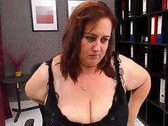 Mature webcam sex show by a chubby slut with a big butt