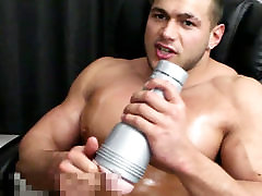 Training my muscle cock with a fleshlight