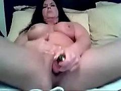 Mature MILF Masturbates on Cam Squirtingmilfcams.com