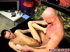 Handsome hunk Mitch Vaughn penetrates sexy twink Chris Jett