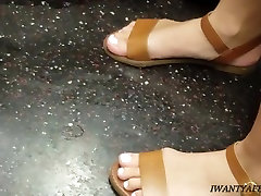 Candid feet white toes and a nice ass at 4 37 mins