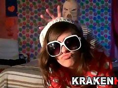 Krakenhot - Cute teen in an exclusive teen towel drop scene