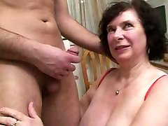 AMATEUR BBW BIG TITS GRANNY PISSING SEX