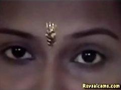 Newly married indian bhabhi fucked in honeymoon