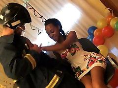 Ebony beauty celebrates her 18 birthday by having great fuck