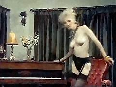 BUFFALO STANCE - horni fuck skinny blonde strip dance