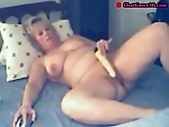 mature bbw pleases her cunt with vibrator on webcam
