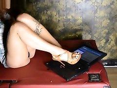 The Beautiful Crusher - Crush Fetish Laptop at Sadika Femdom CLub