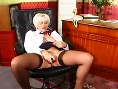 Mature Pussy Show in Stockings