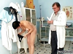 Mature mom gets her hairy pussy examed part5
