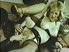 Lesbian Peepshow Loops 631 70s and 80s - Scene 4